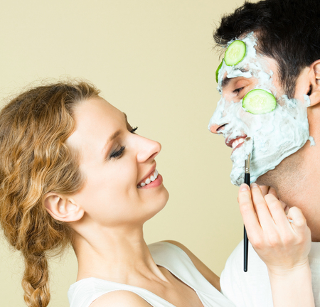 Couple Cheerfull s'amuser ensemble