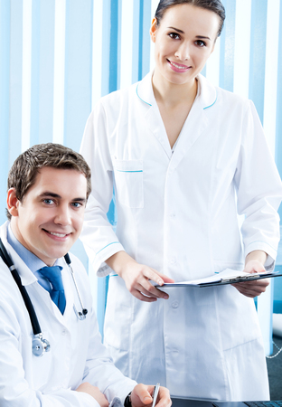 Two happy medical people working together at office Banque d'images - 115400705