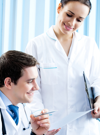 Two happy medical people working together at office Banque d'images - 115400792