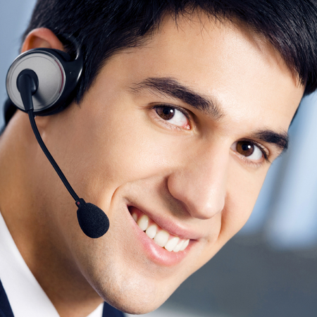 Call center. Male customer support phone operator in headset. Banque d'images - 115400886