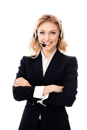 Centro de llamadas. Sonriendo operador femenino del teléfono del servicio de soporte en el auricular, aislado contra el fondo blanco. Modelo rubio caucásico en concepto de consultoría de ayuda al cliente.