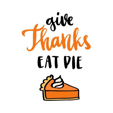 """porcion de torta: La cita del mano-dibujo: """"Dé las gracias comen la empanada"""" en un estilo caligráfico de moda, con el pastel de calabaza con crema azotada, postre americano tradicional del día de la acción de gracias. Puede ser utilizado para la tarjeta, la taza, el cartel, las camisetas, la caja del teléfono etc."""