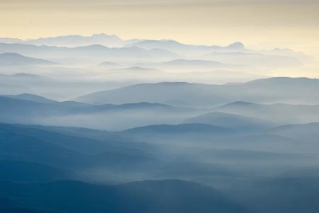 Beau lever de soleil au-dessus des montagnes de Crimée Banque d'images - 36262078