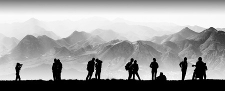 Silhouette of tourists in a high mountain valley. Travel team 版權商用圖片 - 38815283