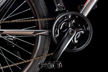 Mountain bicycle photography in studio. Bike wheel with pedals and chain. Bike part. 版權商用圖片
