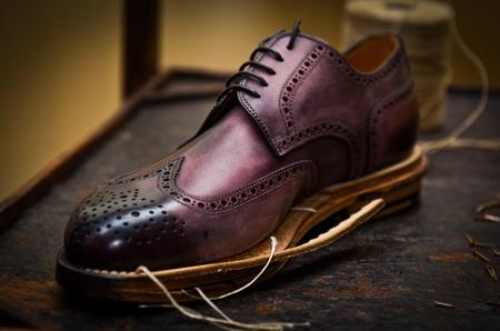 artisanale: Italiaanse schoenen op te bouwen Stockfoto