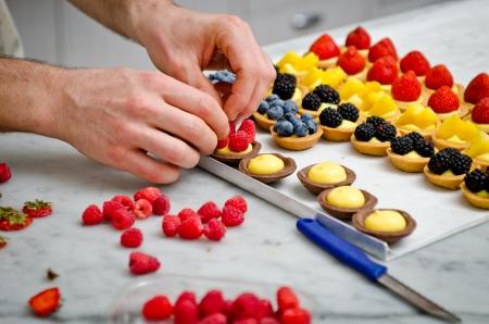 Vruchten gebak astries maken Stockfoto