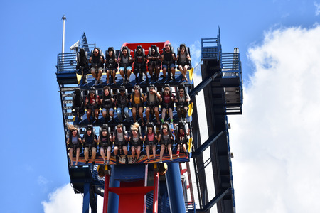 Tampa, Orlando. October 05, 2018 Funny people coming down from the top of the sky at Sheikra Rollercoaster in Bush Gardens Tampa Bay Editöryel