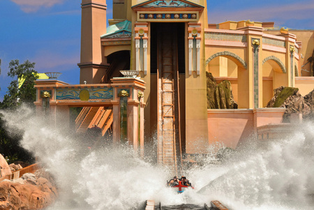 Orlando, Florida. September 09, 2018. Amazing Splash on Atlantis Water Roller Coaster in SeaWorld Theme Park Editoriali