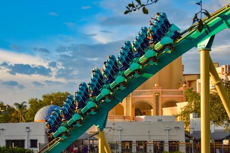 Orlando, Florida. February 25, 2019 People having fun Kraken rollercoaster at Seaworld Marine Theme Park (1) 報道画像