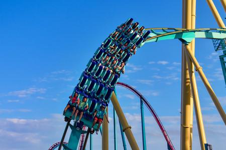 Orlando, Florida . February 26, 2019. People enjoying terrific Kraken rollercoaster at Seaworld Theme Park (7) 報道画像