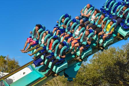 Orlando, Florida . February 26, 2019. People enjoying terrific Kraken rollercoaster at Seaworld Theme Park (12) 新聞圖片