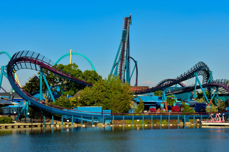 Orlando, Florida. March 09 2019. Partial view of Kraken rollercoaster and Mako rollercoaster at Seaworld in International Drive area. 報道画像