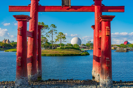 Orlando, Florida . March 27, 2019. Beautiful view of Japan Pavilion, blue lake and sphere at Epcot in Walt Disney World (2) 報道画像