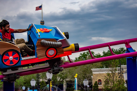 Orlando, Florida. April 7, 2019. People enjoying Cookie Drop rollercoaster family friendly attraction at Seaworld in International Drive area (5) 報道画像