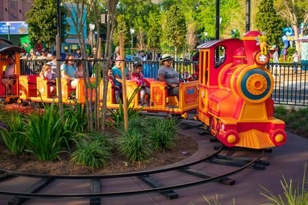 Orlando, Florida. April 7, 2019. Parent and Kids enjoying colorfur Elmos Choo Choo Train at Seaworld in International Drive area (1) 報道画像