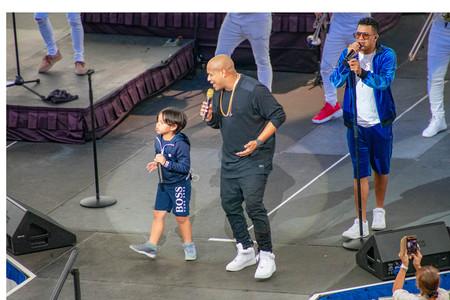 Orlando, Florida. March 17, 2019. Randy Malcom and Alexander Delgado by People of Zona singing urban music at Seaworld in International Drive Area (1) Фото со стока - 121384068