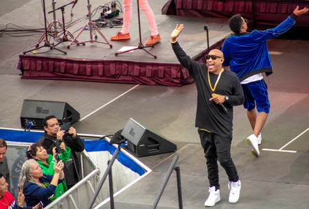 Orlando, Florida. March 17, 2019. Randy Malcom and Alexander Delgado by People of Zona singing urban music at Seaworld in International Drive Area (5) Фото со стока - 121384072
