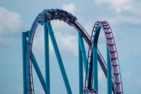Orlando, Florida. June 30, 2019. Amazing view of people having fun Mako rollercoaster at Seaworld 1 Редакционное