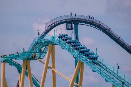 Orlando, Florida. June 30, 2019. Amazing view of people having fun Kraken rollercoaster from SeaWorld 4 新闻类图片