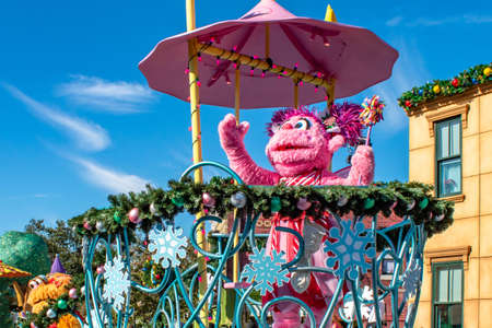 Orlando, Florida. December 07, 2019. Abby Cadabby in Sesame Street Christmas Parade at Seaworld 2 Redactioneel