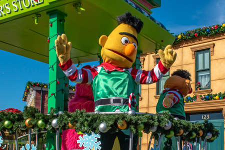Orlando, Florida. December 07, 2019. Bert in Sesame Street Christmas Parade at Seaworld 8 Redactioneel