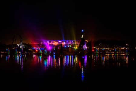 Orlando, Florida. December 30, 2019. Illuminated and colorful Sea of Christmas Trees with light rays on background at Seaworld 19 Redactioneel