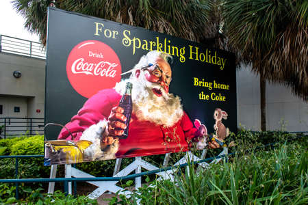 Orlando, Florida. December 30, 2019. Vintage Santa Claus Coca Cola sign at Seaworld 3 Redactioneel