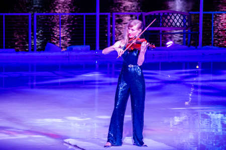 Orlando, Florida. December 30, 2019. Woman violinist in Winter Wonderland on Ice at Seaworld 1 報道画像