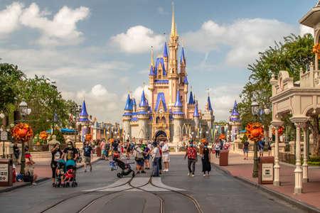 Orlando, Florida. September 21, 2020. People walking on Main Street at Magic KIngdom (216) 新闻类图片