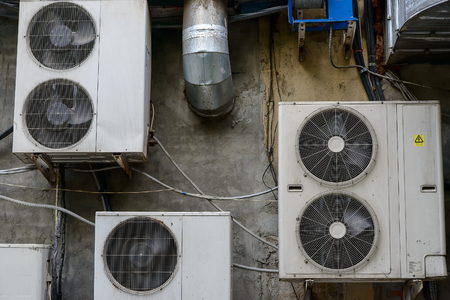 Group of air conditioner outdoor units outside of building Banque d'images