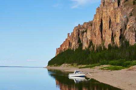 Boat near entrance to Lena Pillars National Park Banque d'images