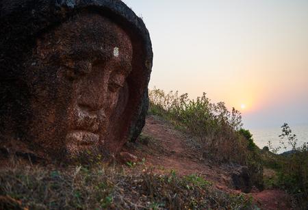 Stone Buddha Head at the mountain near Gokarna Banque d'images