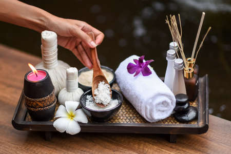 Spa massage compress balls, herbal ball on the wooden with treaments spa; Thailand, soft and select focus. Archivio Fotografico