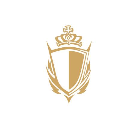 Bouclier d'or avec illustration vectorielle couronne sur fond blanc. Banque d'images - 94657138