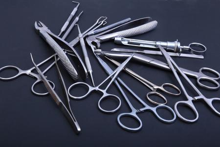 手術器具や手術のためテーブルの上のツール