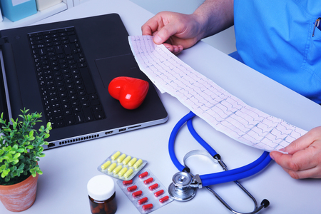 Close-up of doctors hands writing prescription and holding bottle with pills. Healthcare, medical and pharmacy concept. Banque d'images - 124934749