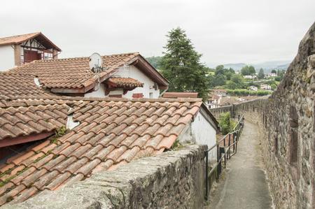 pied: Homes Saint Jean Pied de Port