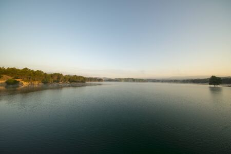 Sunrise at the regajo reservoir in Navajas, Castellon, Spain 版權商用圖片