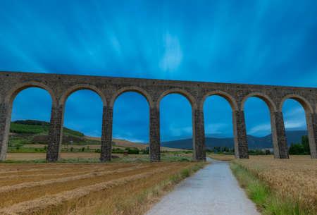 Roman aqueduct in the province of navarra, spain Reklamní fotografie - 151219124