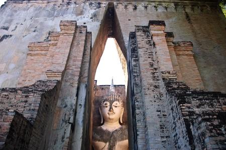si: Buddha image - Phra Achana - at Wat Si Chum, Sukhothai Historical Park, Sukhothai, Thailand. Stock Photo