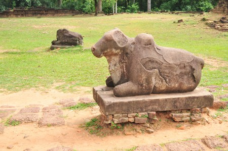 nandi: The bull - Nandi at Prasat Preah Ko, Siem Reap, Cambodia.