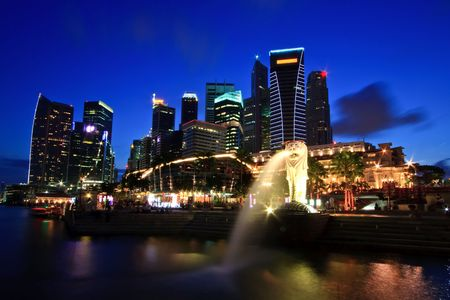 marina: Singapore Skyline in commercial District on Merlion One Fullerton Park shine at dusk