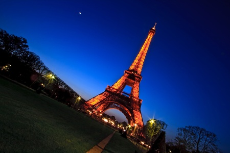 PARIS - APR 20,2010: Eiffel Tower Light and Beam Performance Show in Dusk. Eiffel Tower is the highest monument in France use 20,000 light bulbs in the Show. Stock Photo - 8540954
