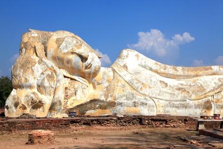 giant reclining buddha statue over blue sky Stock Photo - 8968012