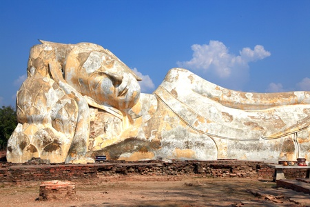 giant reclining buddha statue over blue sky Stock Photo - 8968012