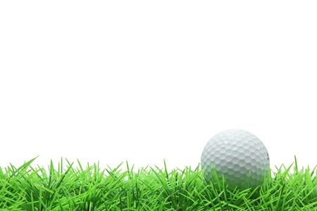 pallina da golf isolato su erba verde su sfondo bianco