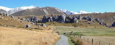 v�a de curva de panoeama en la Cordillera de los Alpes de la colina del castillo Nueva Zelanda Foto de archivo - 9427256