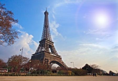 'tour eiffel': Eiffel tower from Garden in Paris France