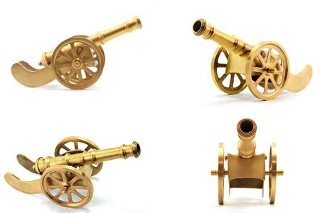 colección de cañón de metal dorado antiguo aislada sobre fondo blanco Foto de archivo